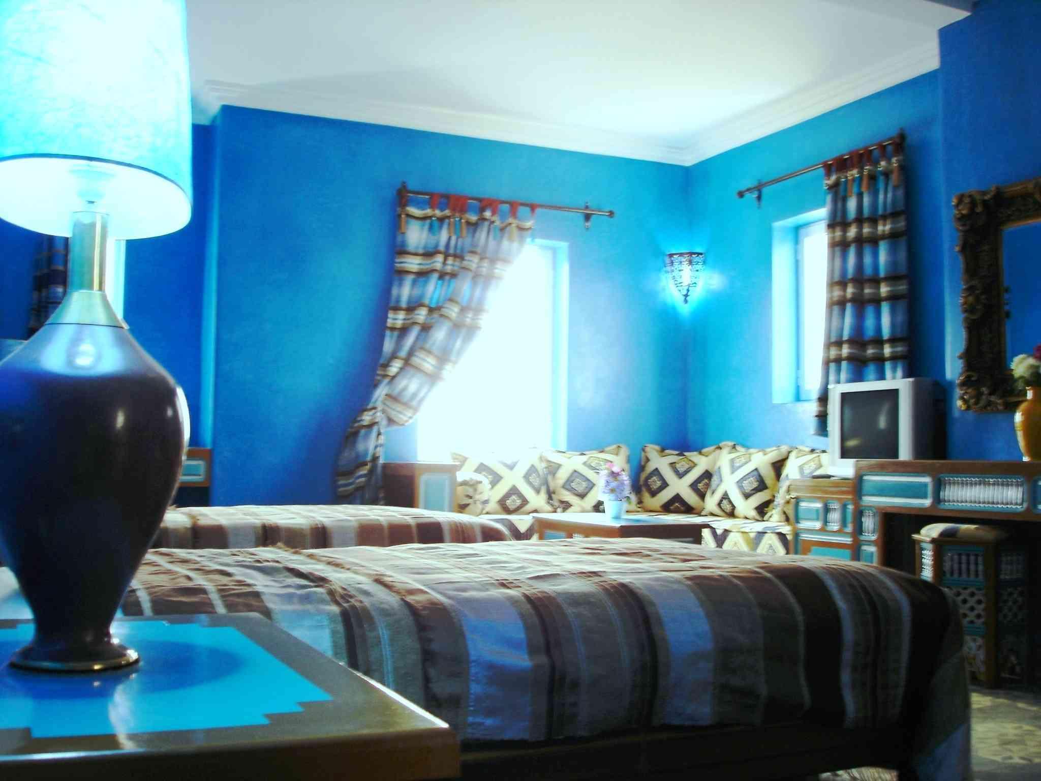 Peinture salon bleu gris: de la couleur sur les murs de son salon ...